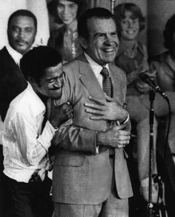 Sammy-Davis-Jr.-hugging-Richard-Nixon-at-a-youth-rally-during-the-US-Presidential-campaign-1972.jpg